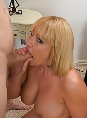 Goodly pornstar Mellanie Monroe making a first-class deepthroat for her friend