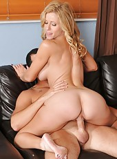 Frolicsome milf Holly Claus making a blowjob and getting drilled