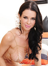 Mischieveous cutie Veronica Avluv showing her nice ass and doing hot things