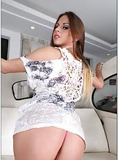 Pornstar with big tits Rachel RoXXX is doing blowjob to her boyfriend