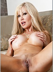 Tremendous milf model Cindi Sinderson is demonstrating her big tits