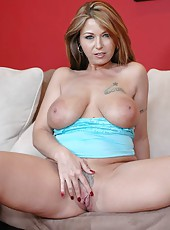 Superb milf Shayna Storm is having her shaved cunts nicely licked out