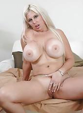 Sweet milf with big titties Kayla Kupcakes loves teasing her mans cock