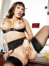 Lingerie porn model Ava Devine is revealing her sex skills in a hardcore sex