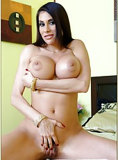 Wonderful milf Sheila Marie is having great fuck in her bedroom