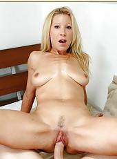 Beautiful milf girl Kimmie Morr is spreading her slim legs
