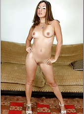 Nice flapper Roxy Jezel taking off panties and getting ready for a good fuck