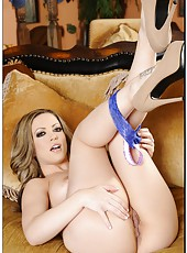 Fashionable milf Carmen Valentina wants to make her husband fully satisfied