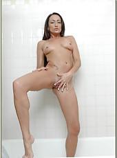 Attractive milf Michelle Lay pleasing her boyfriend while taking a shower