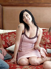 Glamorous milf Jezebelle Bond making a deepthroat and sucking shaved balls
