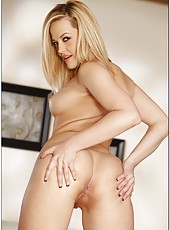 Sensate pornstar Alexis Texas poses and gets pounded like in her dreams