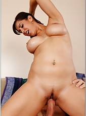 Curvy babe Isis Love tasting a yummy dagger and fucking in hardcore style
