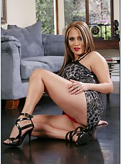 Fancy milf Sasha Sky showing her awesome forms and tasting a yummy pecker
