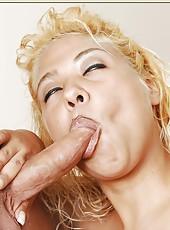 Prodigious milf Dimond Jewelz making sissy wet and swallowing pecker