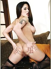 Dreamy milf Jenaveve Jolie making a deepthroat and enjoying delicious load
