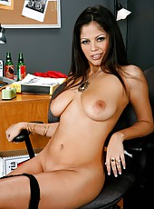 Snazzy chick Evie Delatosso masturbating and fucking hard during work hours