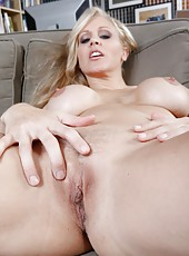 Dreamy mature Julia Ann pleasing her boyfriend and getting satisfied too