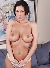 Kinky milf Dylan Ryder showing awesome tits and making a real deepthroat