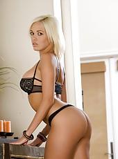 Nasty milf Jenny Hendrix enjoys working with big cocks and licking balls
