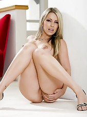 Adorable milf Courtney Cummz prefers posing and rides only big hard wieners