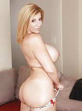 Sensate mature Sara Jay adores seducing sexy guys and sucking their rods