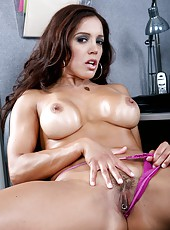 Dazzling milf Francesca Le playing with sex toys and enjoying tasty daggers