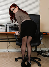 Penny Pax taking off her suit and doing naughty thing right in office