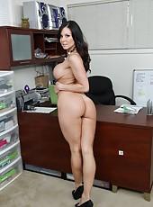 Cheeky milf Kendra Lust reaching sexual peak during her work hours