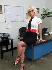 Wonderful curve Kaylee Brookshire needs to be fully satisfied at work
