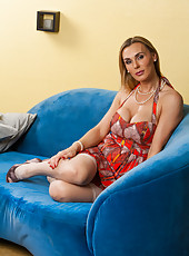 Long-legged babe Tanya Tate kissing with her neighbor and swallowing his cock
