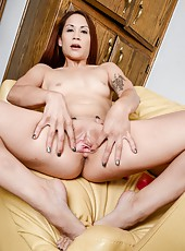 Hot babe Katt Lowden using her pink dildo to masturbate her wet twat