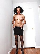 Ebony MILF Carmen with her nice tits getting horny and naked on the floor