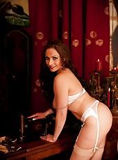Entrancing babe Sophia Delane with huge boobs posing naked for camera