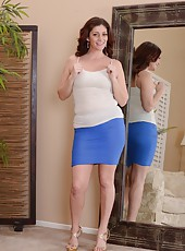 Adventurous MILF Alicia Silver posing while looking in the mirror