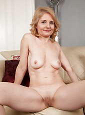 Mature but still sexy Isabella is revealing her body and her shaved cunt