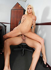 Big-tit blonde Nikita Von James gets cumshot over her face and lips