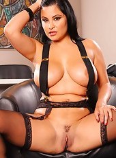 Big-tit chick Sophia Lomeli shows her nice ass and gorgeous stockings