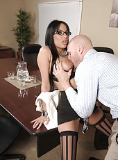 Sensual babe Anissa Kate is getting cumshot over her full lips after blowjob