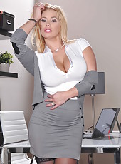 Insanely spicy milf Pornstar Shyla Stylez poses naked in stockings
