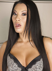 Ebony babe Diamond Jackson and Asian whore Asa Akira having some fun