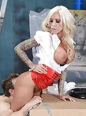 Ravishing babe Lolly Ink getting a nice cumshot on her big tits today