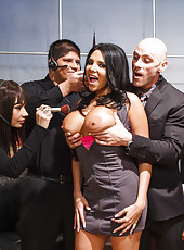 Entrancing MILF Missy Martinez likes to do a blowjob and be banged