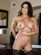 Superior brunette MILF Teri Weigel with her huge boobs showing her body