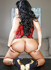 Super sexy and busty MILF Kiara Mia showing her huge butt and big tits