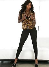 Exceptional ebony MILF Diamond Jackson showing her perfect body in bikini