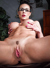 Radiant MIlf Kendra Lust with big tits showing her amazing huge ass