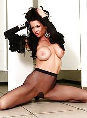 Diving MILF goddess Veronica Avluv showing her astounding boobs and body