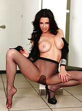 Diving MILF goddess Veronica Avluv showing her astounding boobs and body