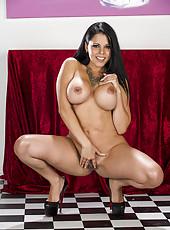 Astounding MILF Diamond Kitty revealing her amazing big tits and ass