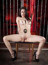 Good-looking MILF Vanessa Veracruz likest to masturbate while posing